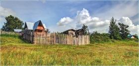 Дачный домик на склоне. Летние пейзажи